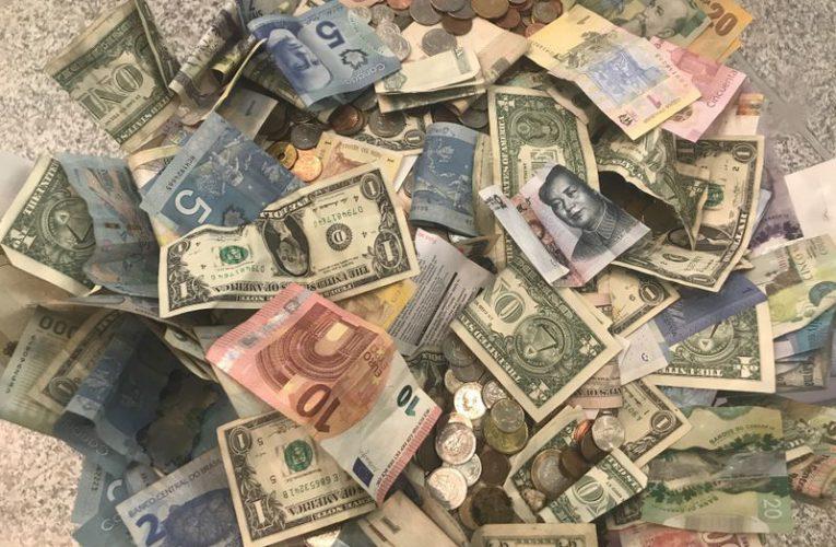 Virus spread beyond China drives investors to dollars