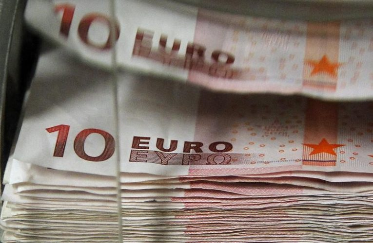 Stampede to Buy Euros at End-of-Month Fix Rattles FX Trading