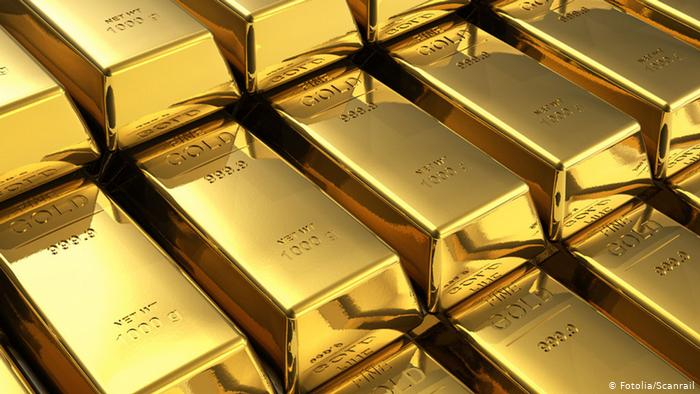 Gold Heads for Third Weekly Decline as Powell's Speech Assessed